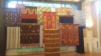 display kain khas indonesia